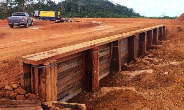 Zac la chaumière (Guyane) : Réalisation d'un soutenement en bois