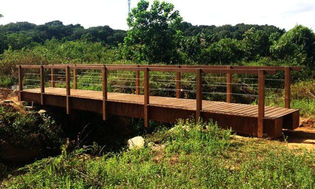 Création d'une passerelle en bois sur sainte-agathe Guyane