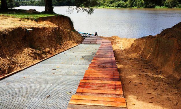 Construction d'une Cale avec escalier en bois au Village de pidima