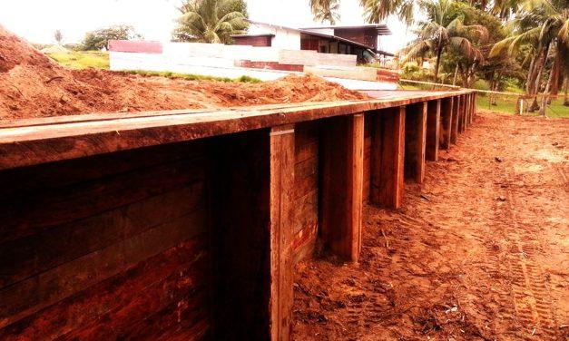 Coconut Plage : Réalisation d'un soutenement en bois classe IV